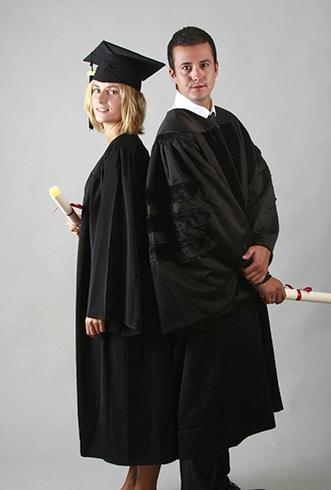 Toges et tenues sur-mesure pour remises de diplômes grandes écoles et universités